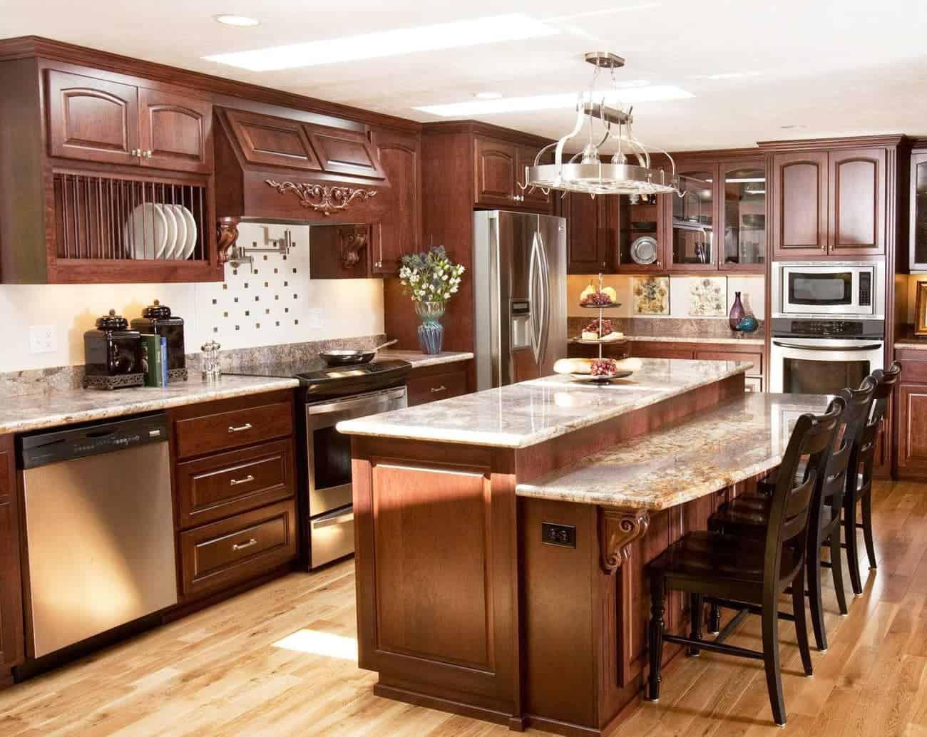 Tủ bếp mang nét đẹp tân cổ với hoa văn kiểu Pháp tinh tế