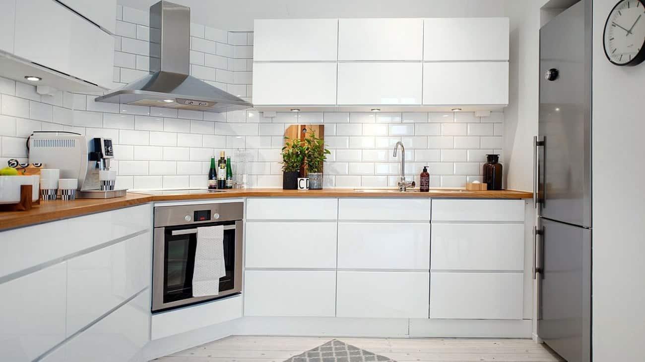 Thiết kế tủ hiện đại và thông minh với chất liệu bóng gương