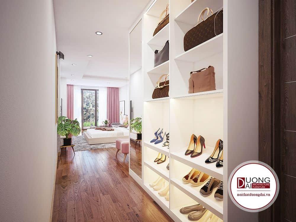 ...những đôi giày đắt tiền giúp làm đẹp thêm không gian căn phòng.