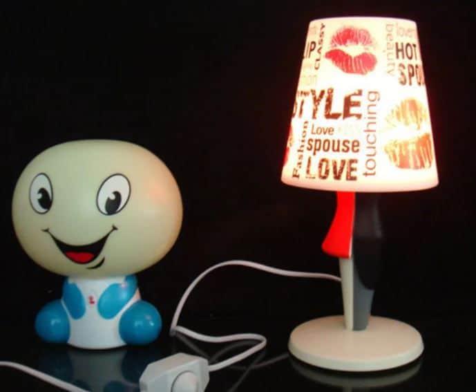 Đèn trang trí để bàn bằng nhựa cao cấp GHO-295