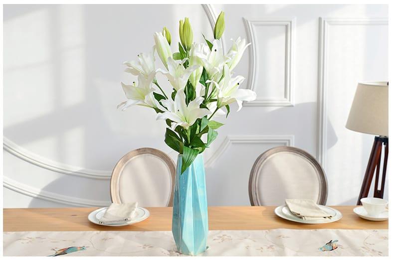 Hoa ly lụa trang trí phòng khách đẹp và sang trọng
