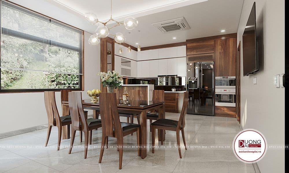 Phòng bếp rộng được bài trí thông minh và gây ấn tượng bởi bộ bàn ăn gỗ óc chó