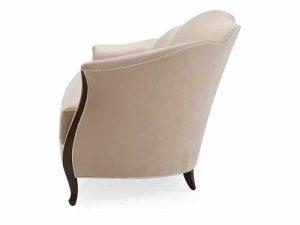 Khung gỗ và chân ghế được tinh giản đem đến cảm giác thanh thoát, nhẹ nhàng