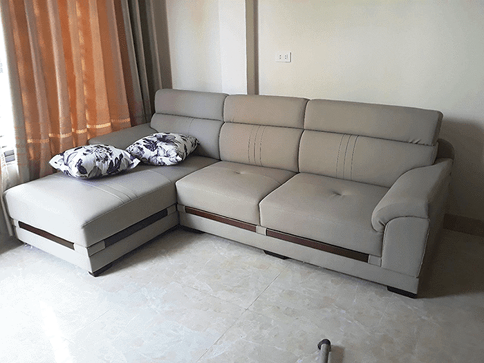 Sofa quá lớn khiến căn phòng xấu xí, chật trội.