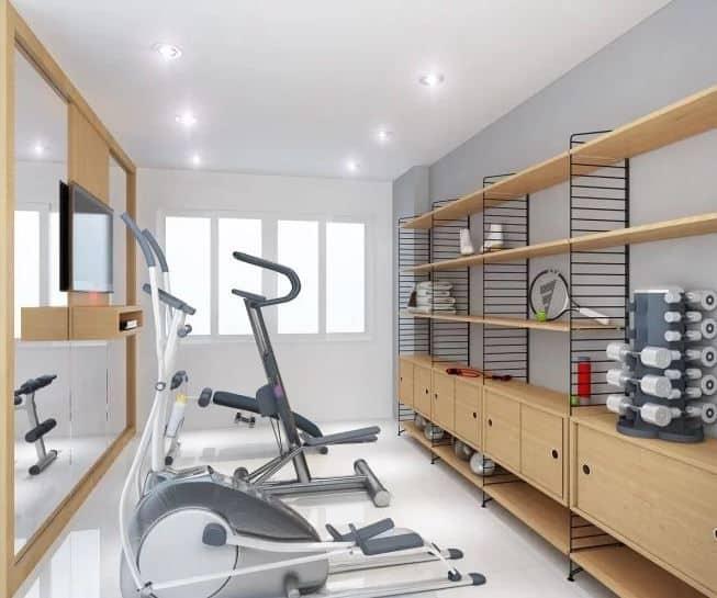 Phòng gym trang trí đơn giản với mảng kính lớn và TV giúp kéo dài hiệu quả tập luyện