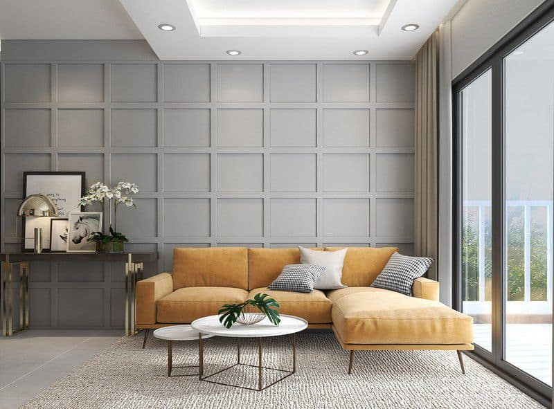 Sử dụng sofa hình chữ L để che đi góc khuất của ngôi nhà đồng thời giúp không gian phòng khách được rộng rãi hơn. Màu vàng của ghế làm nổi bật khu vực tiếp khách.
