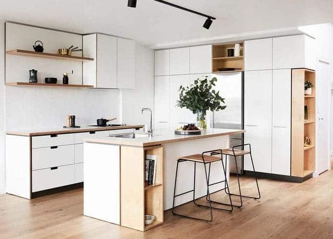 Tủ bếp mang phong cách hiện đại với gam màu tươi sáng, với đầy đủ công năng.