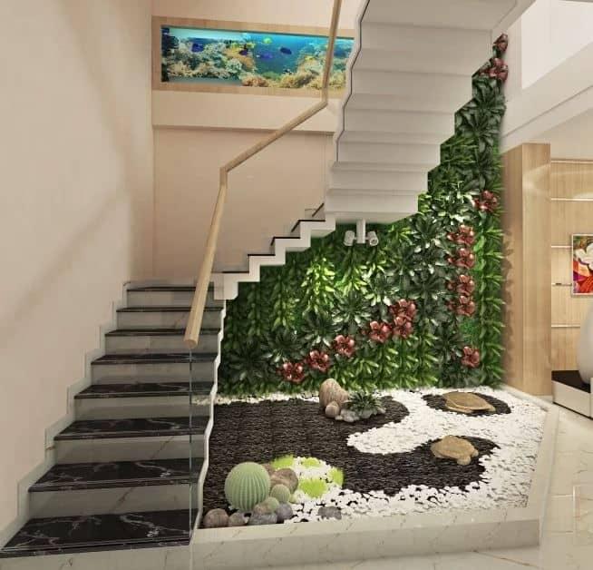 Khu vực cầu thang với tiểu cảnh xanh mát đem thiên nhiên vào nhà.