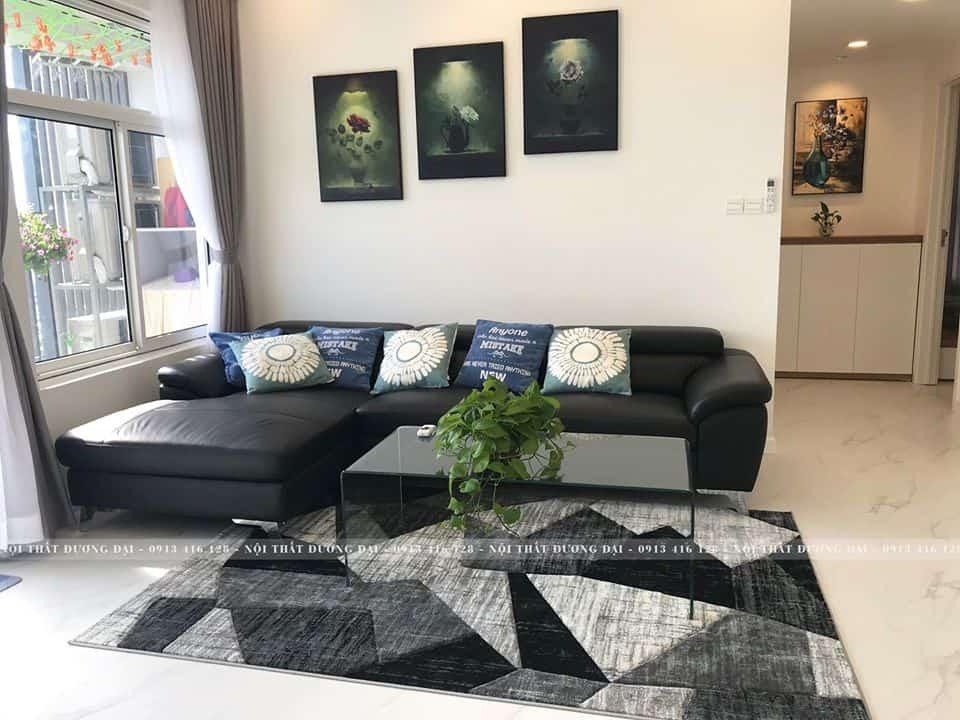 Mẫu sofa da màu đen giúp căn phòng thêm nổi bật.