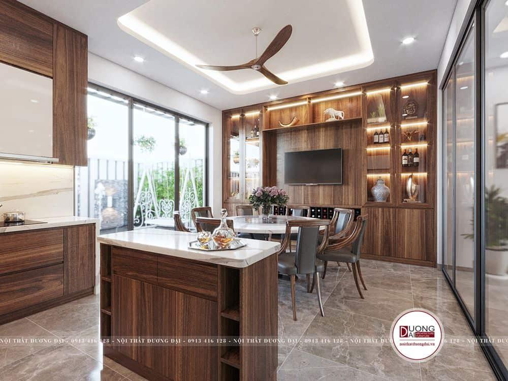 Phòng bếp thiết kế mở với hệ thống ánh sáng cùng tiểu cảnh bên ngoài