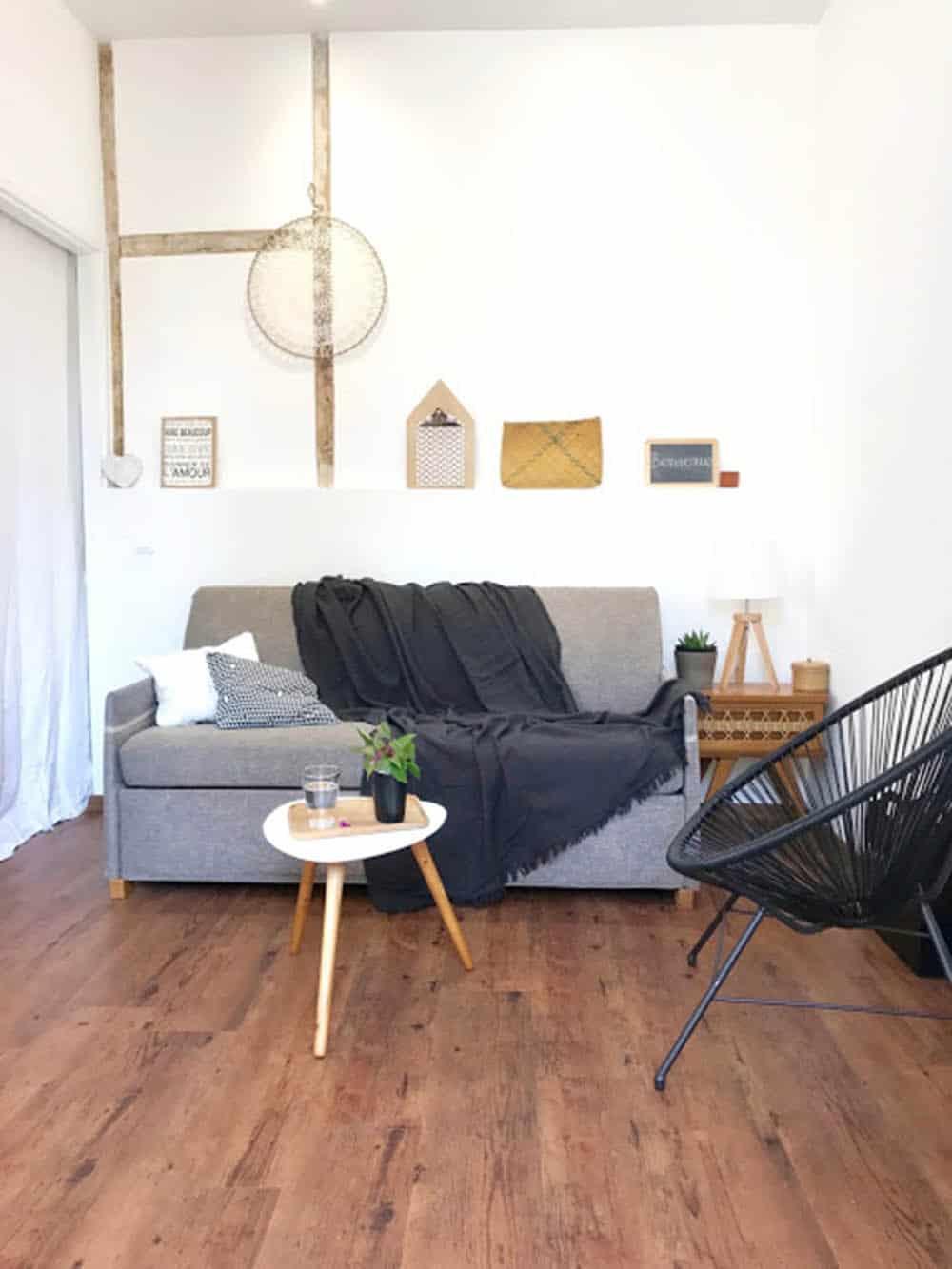 Phòng khách nhỏ 10m2 đơn giản và ấm áp