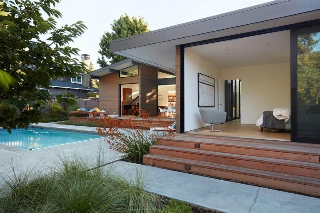 Không gian ngoại thất được thiết kế phong cách hiện đại, thoáng rộng