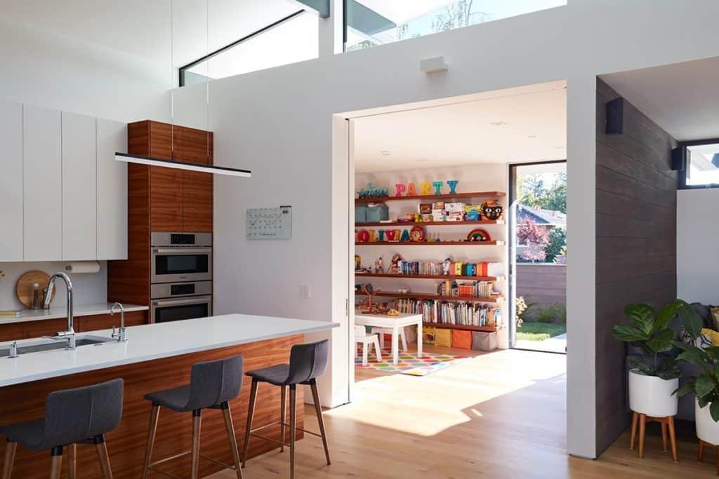 Bếp thiết kế liên thông với không gian phòng khách