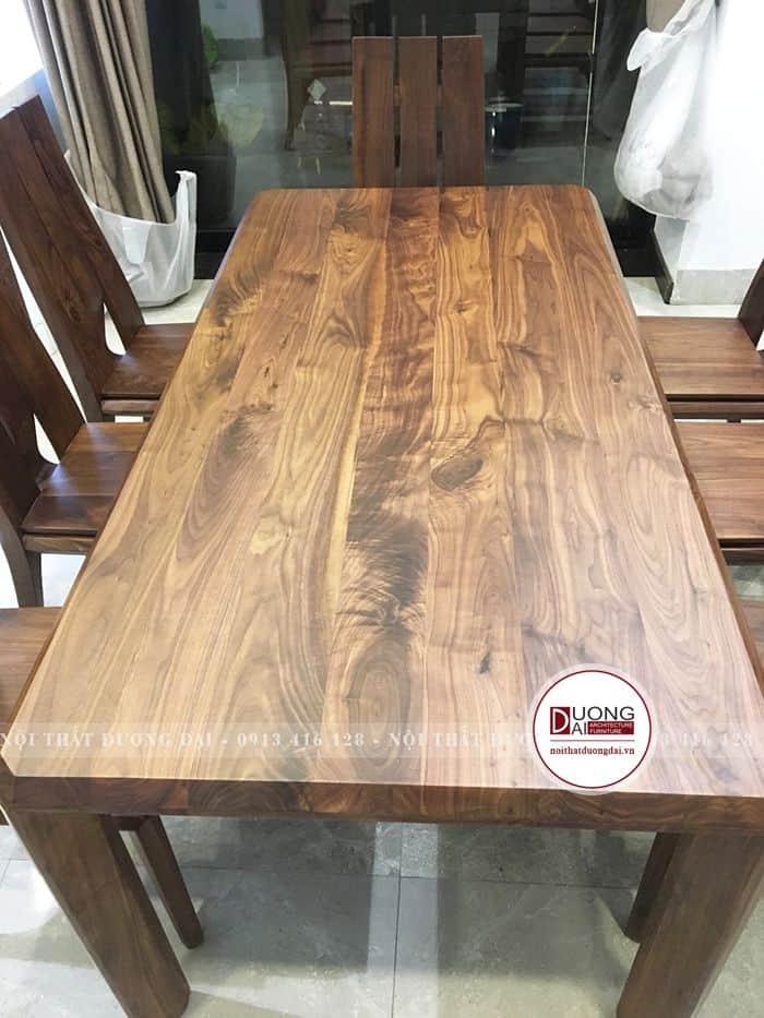 Mặt bàn gỗ óc chó với đường vân tinh tế