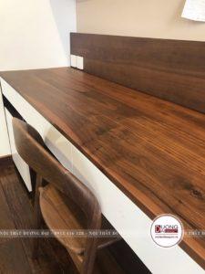 Góc học tập với mặt bàn gỗ tự nhiên