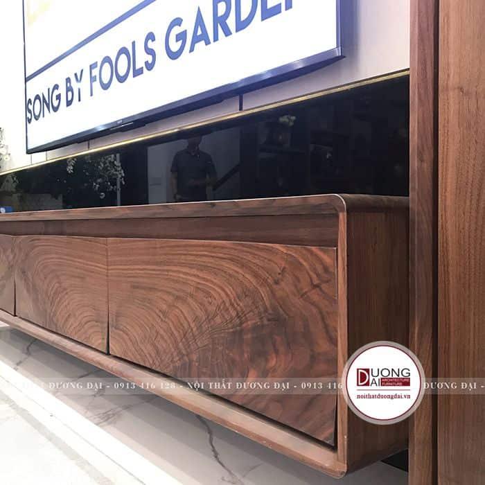 Thiết kế kệ gỗ với đường vân gỗ nghệ thuật