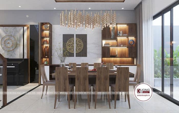 Không gian bàn ăn sang trọng và tủ rượu lớn xa hoa