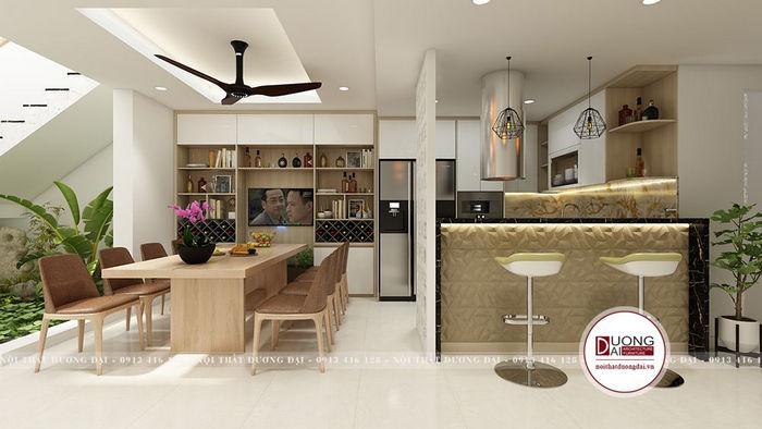 Phòng ăn tách biệt với tủ bếp, xung quanh có tiểu cảnh cùng kệ tivi lớn
