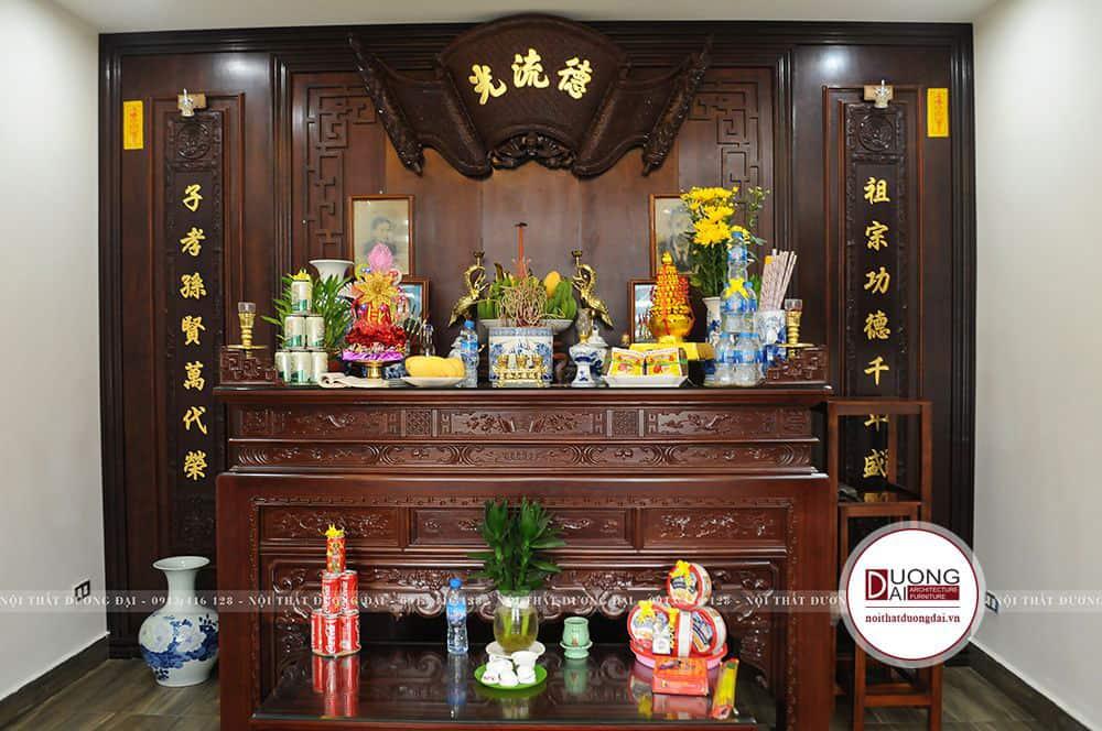 Phòng thờ trang nghiêm với những hoa văn truyền thống