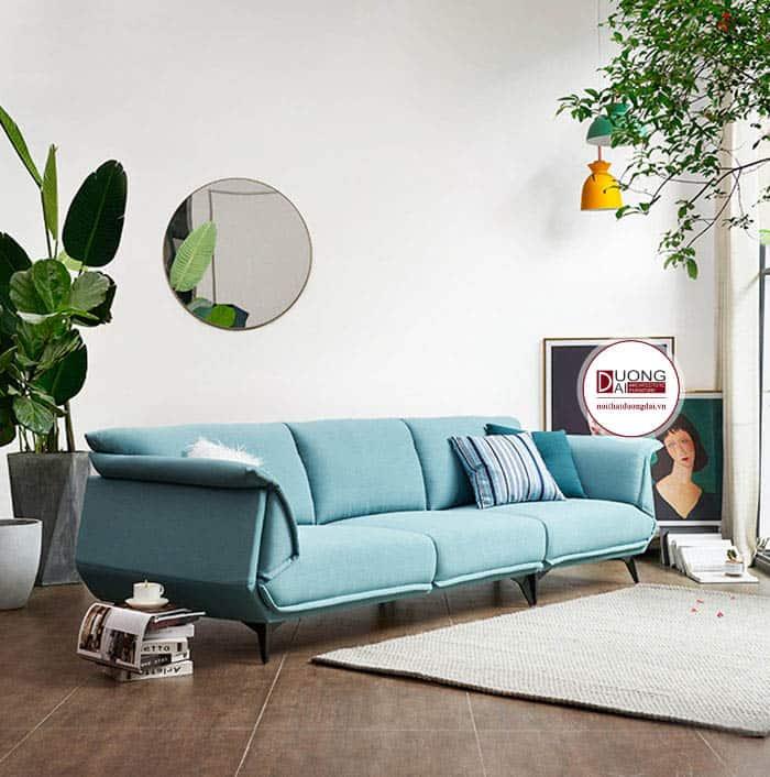 Sofa màu xanh ngọc cùng cây lá xanh mát