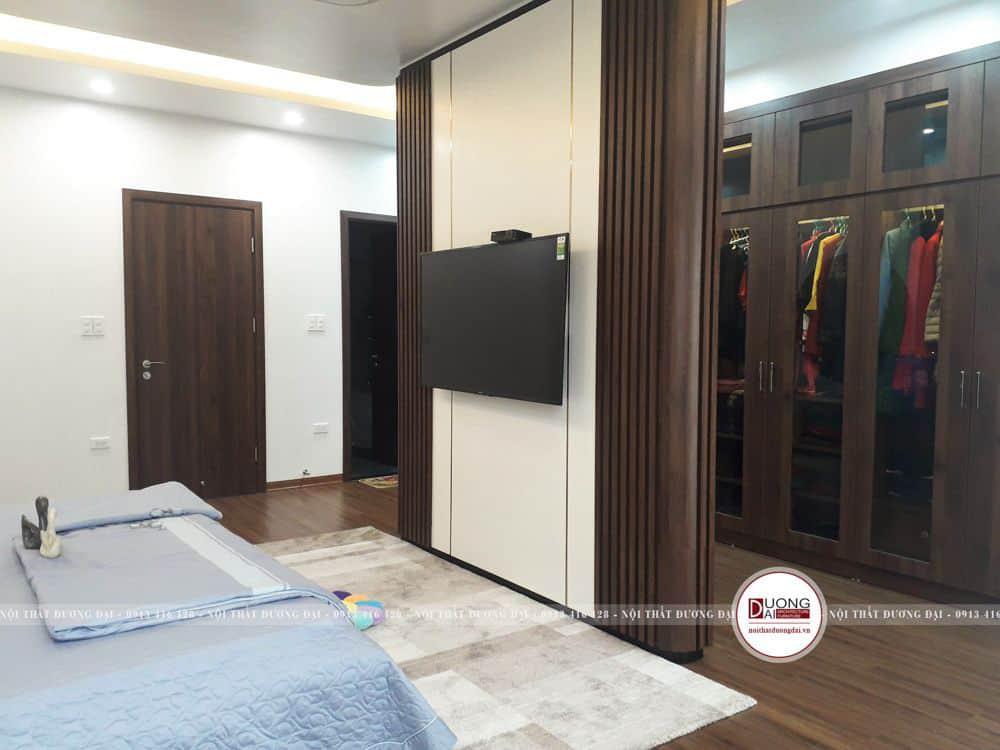 Kệ tivi kết hợp vách ngăn giữa phòng ngủ
