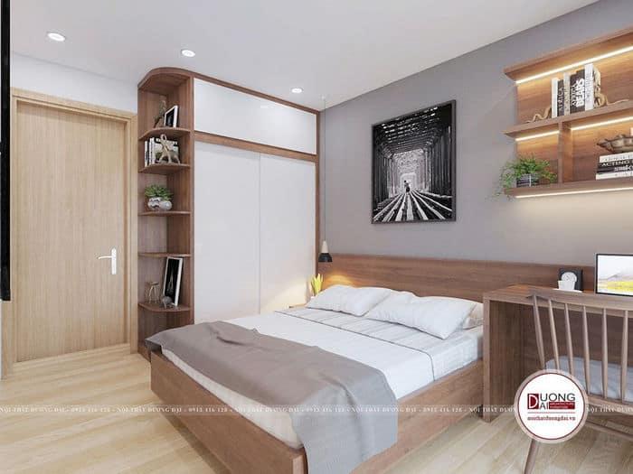 Căn phòng bài trí gọn gàng với tủ quần áo cánh trượt, kệ treo tường