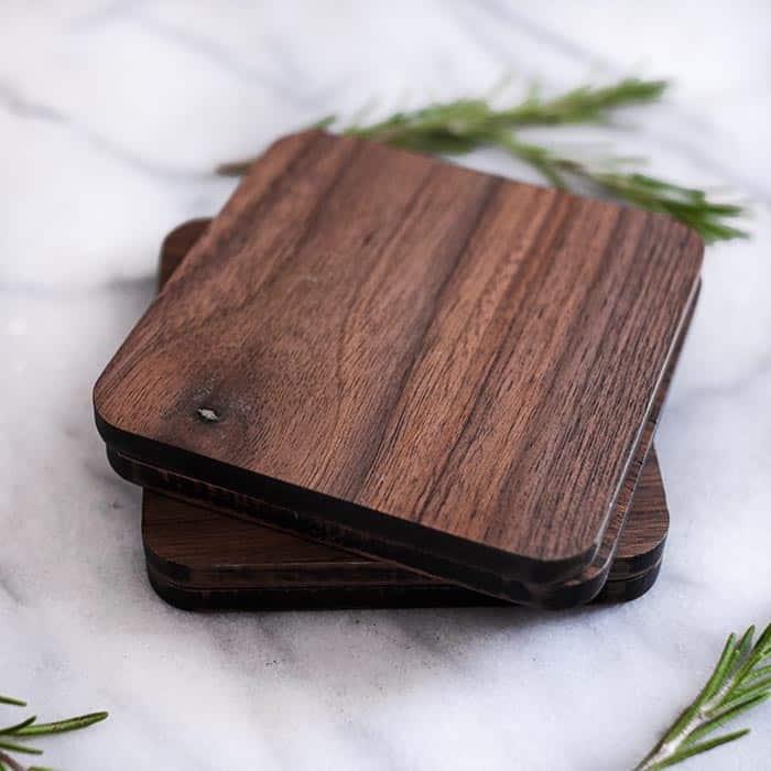 Màu sắc của gỗ khá trầm nhưng rất sang trọng