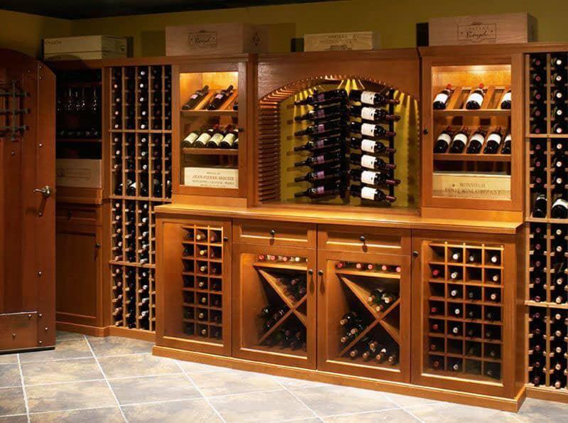 Thiết kế tủ rượu lớn với hàng trăm ngăn đựng
