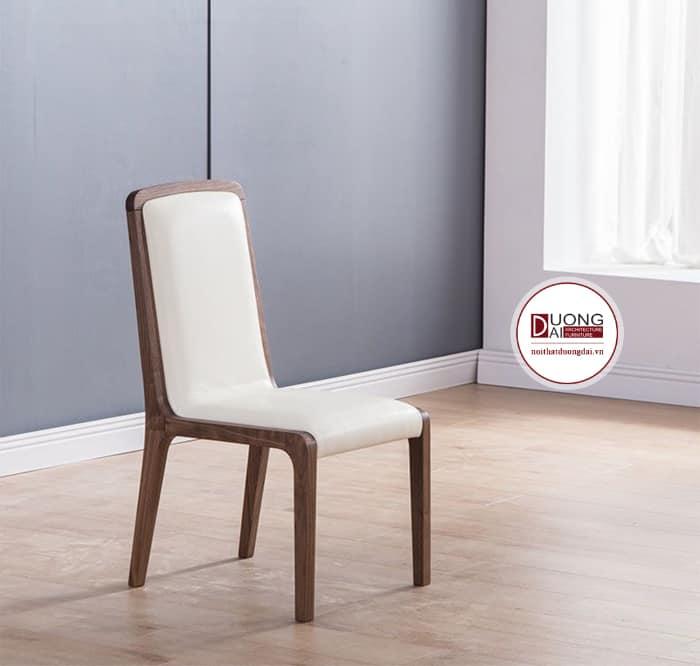 Thiết kế ghế có đệm ngồi êm ái màu trắng tinh khôi