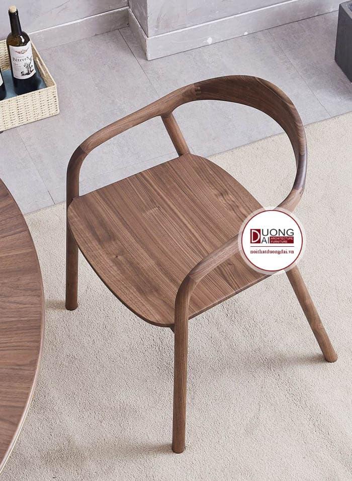 Thiết kế mặt ghế tinh tế với những đường vân óc chó