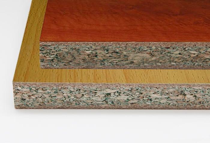 Phần lõi có màu xanh do được tẩm thêm phụ gia chống ẩm