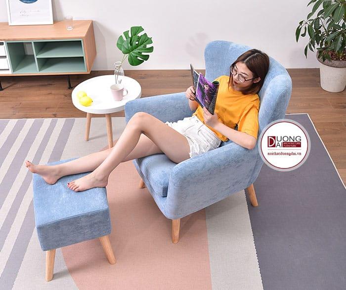 Mẫu sofa màu xanh có ghế gác chân