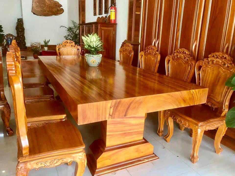 Bộ bàn ăn xa hoa và ấm áp cho phòng ăn