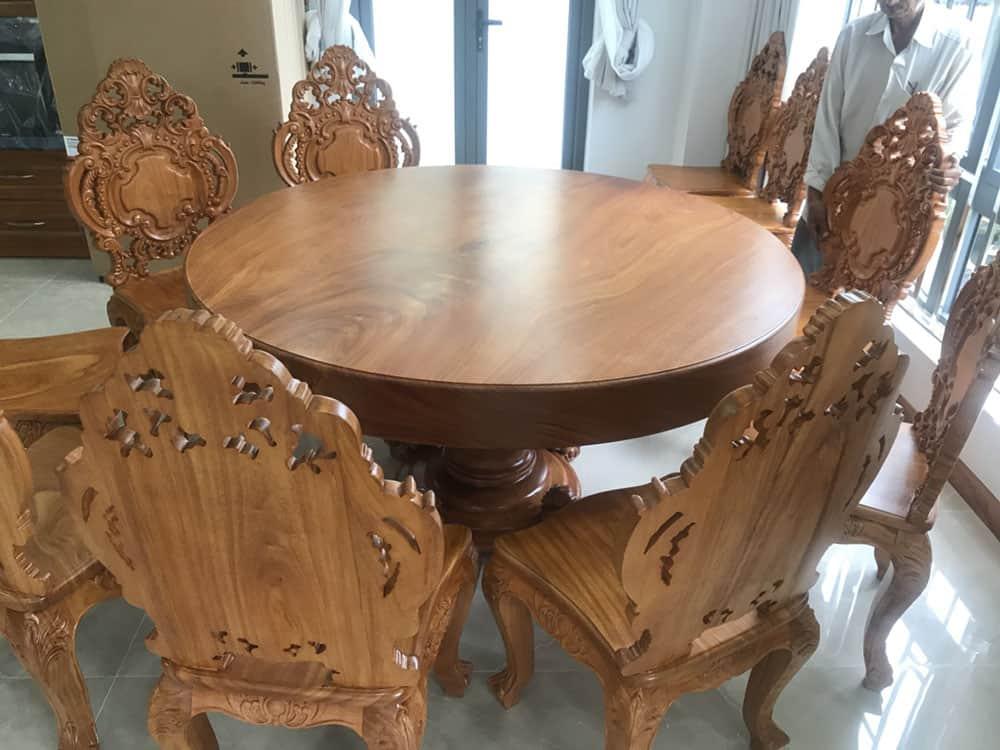 Thiết kế bàn ăn tròn nhỏ gọn cho 8 người đầy ấn tượng và xa hoa