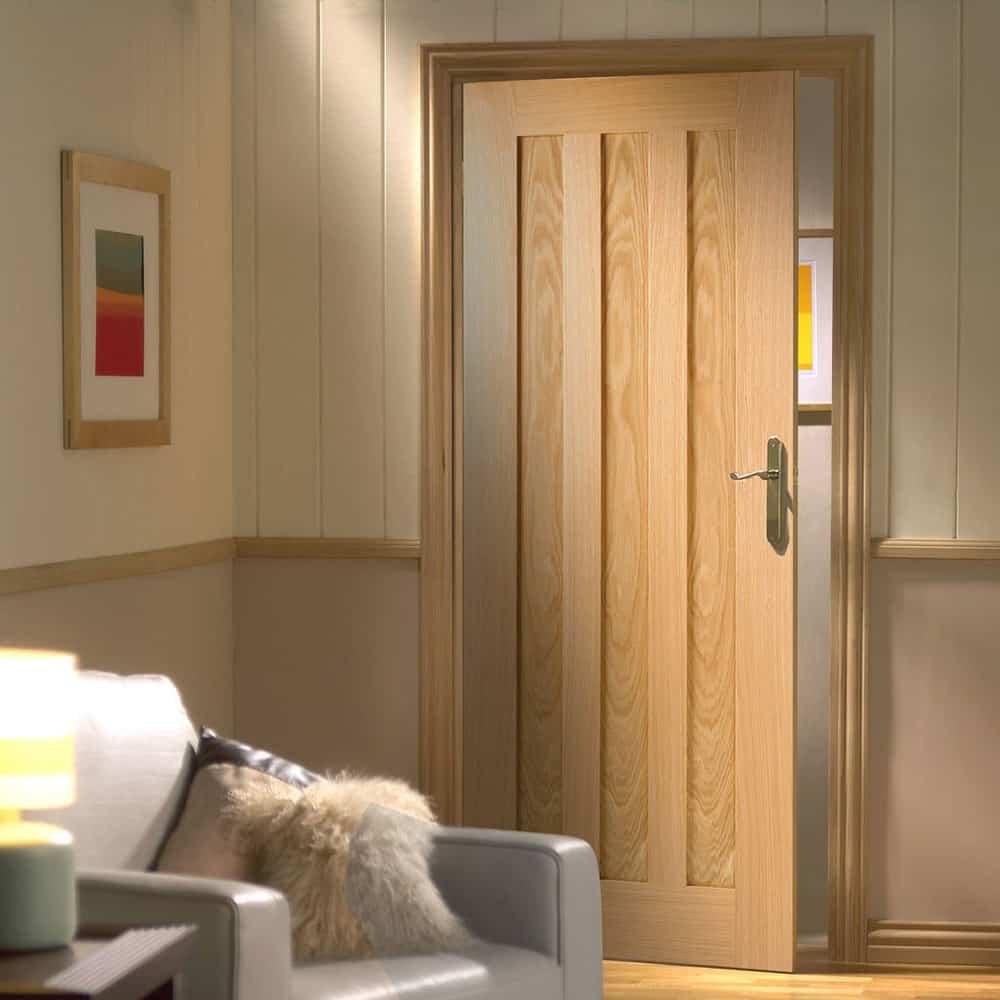 Cửa gỗ có độ bền khá cao và ít bị cong vênh