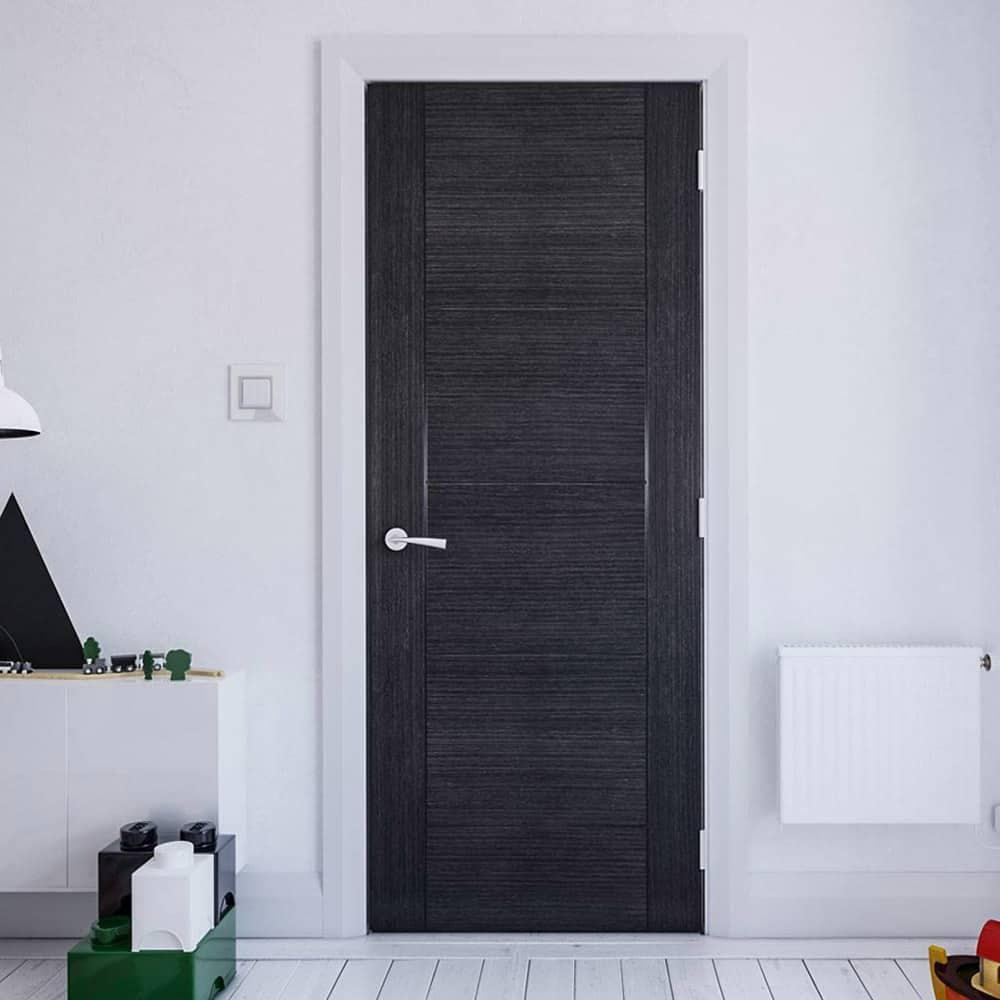 Thiết kế cửa gỗ được sơn màu ghi trầm