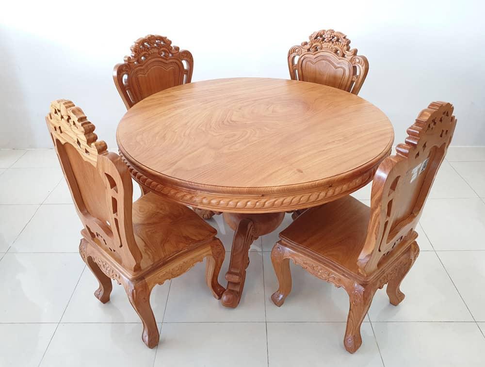 Mẫu bàn ăn 4 ghế kích thước nhỏ với hoa văn tinh xảo