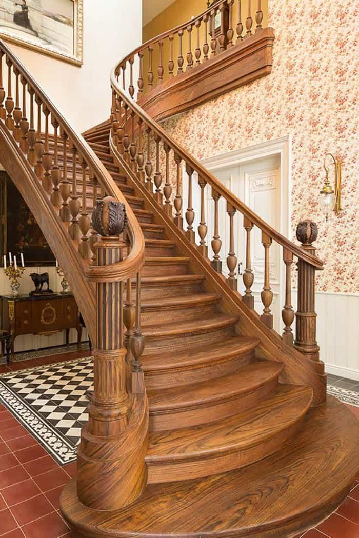 Thiết kế cầu thang đẳng cấp từ gỗ tự nhiên