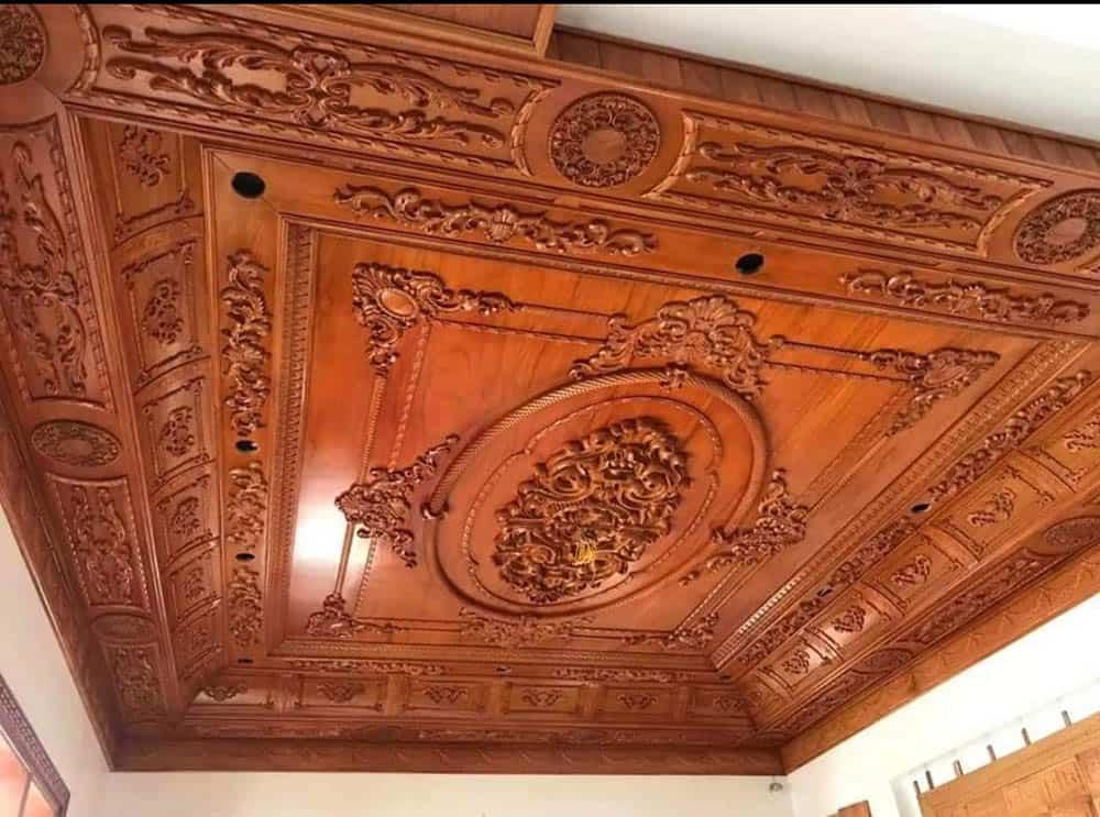 Thiết kế trần gỗ với hoa văn đậm nét châu Âu