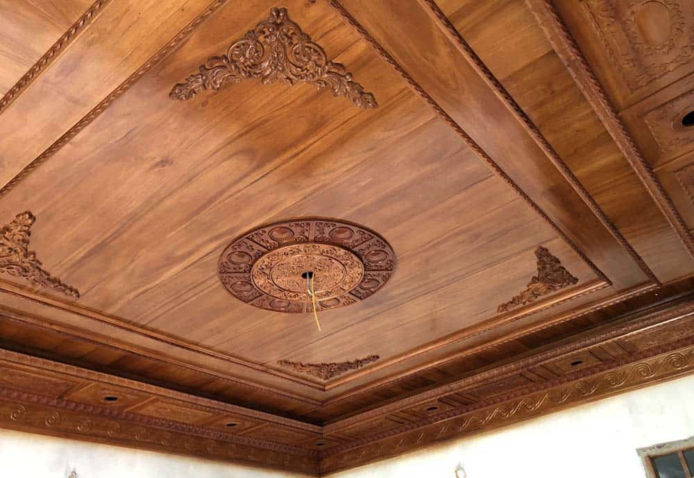 Trần gỗ treo đền đơn giản mà vô cùng sang trọng