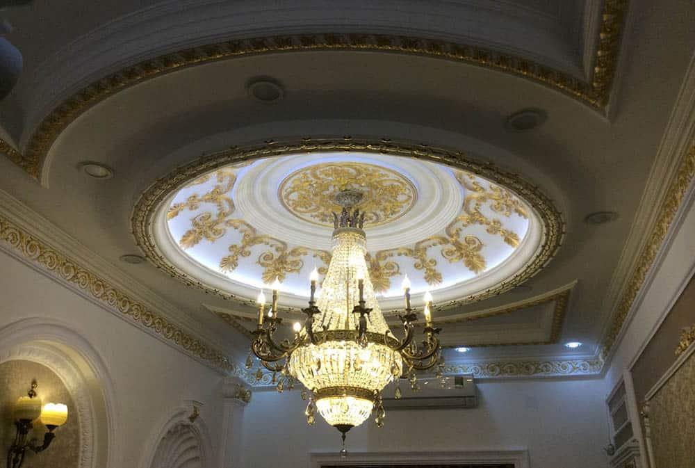 Thiết kế trần thạch cao treo chùm đèn ấn tượng