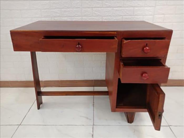 Mẫu bàn có ngăn kéo nhỏ gọn và đầy trang nhã