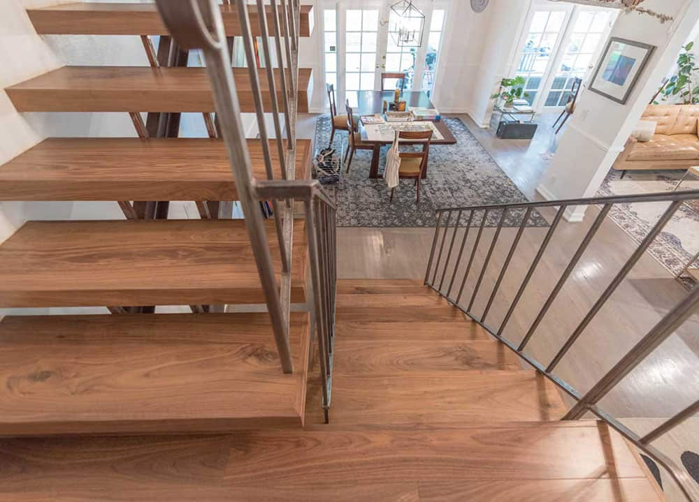 Màu sắc của gỗ Walnut tạo nên sự ấm áp và trầm tĩnh