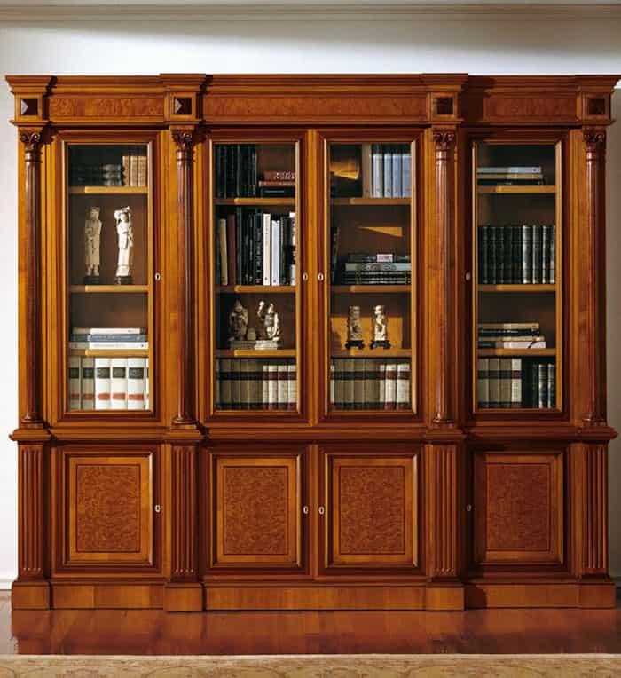 Thiết kế tủ uy nghi với màu nâu trầm của gỗ tự nhiên