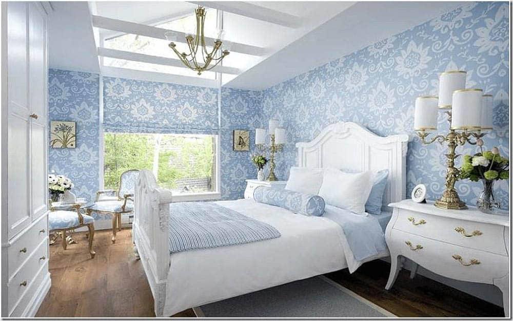 Phòng ngủ sử dụng giấy dán tường hoa văn tân cổ