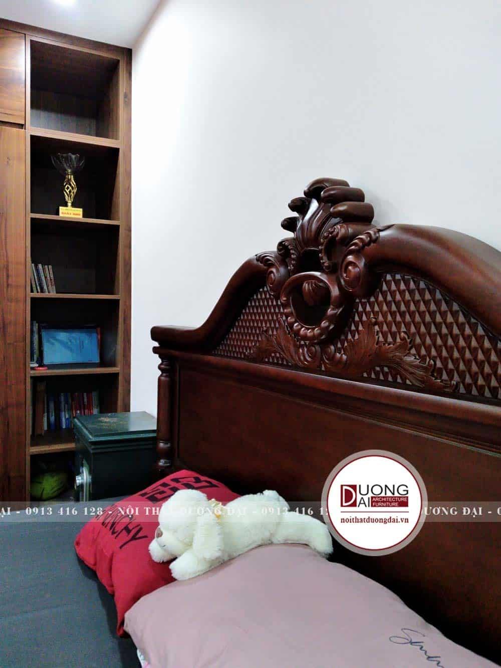 Thiết kế đầu giường được điêu khắc tinh xảo và đầy nghệ thuật