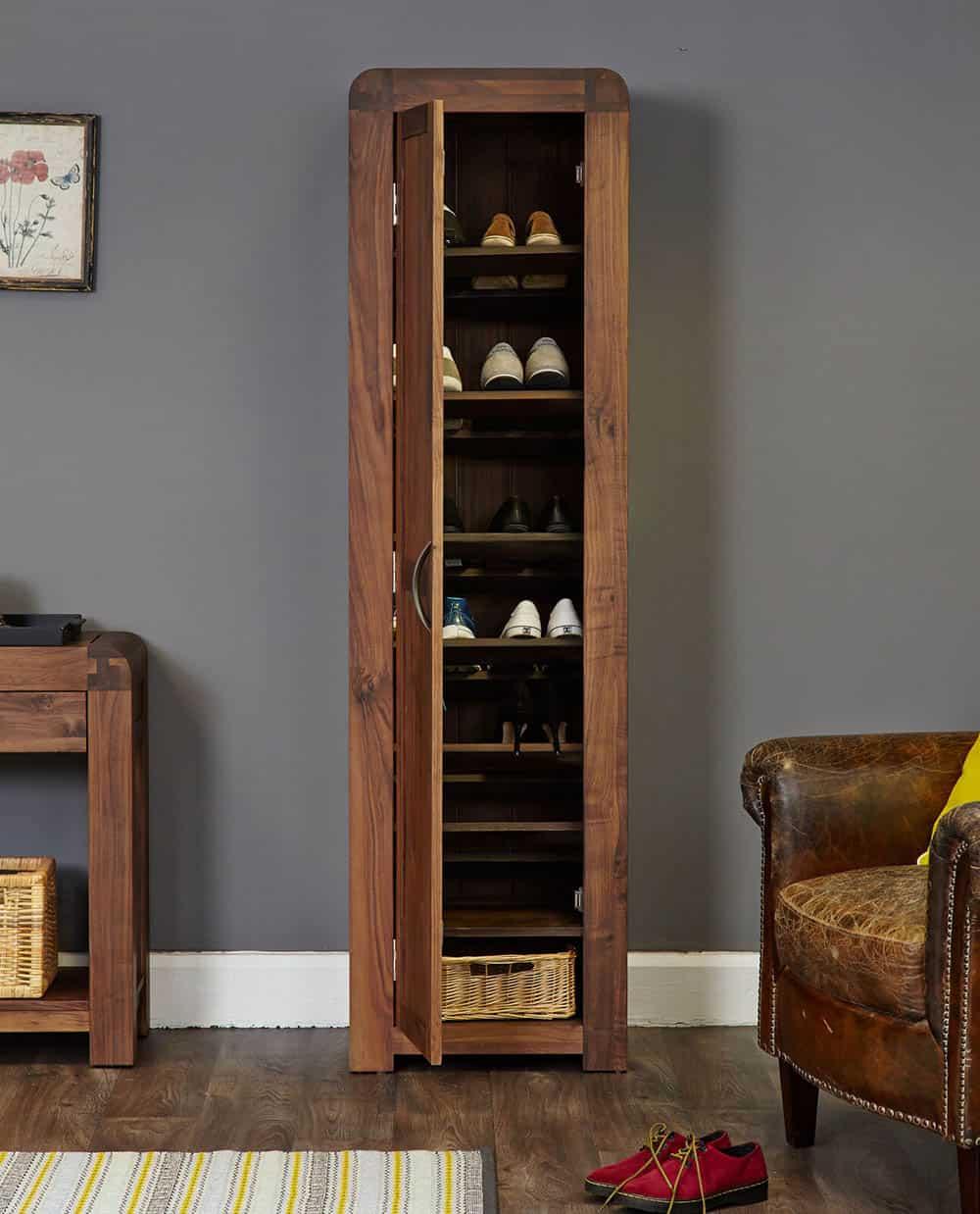 Chiếc tủ có nhiều ngăn đựng giày cho gia đình