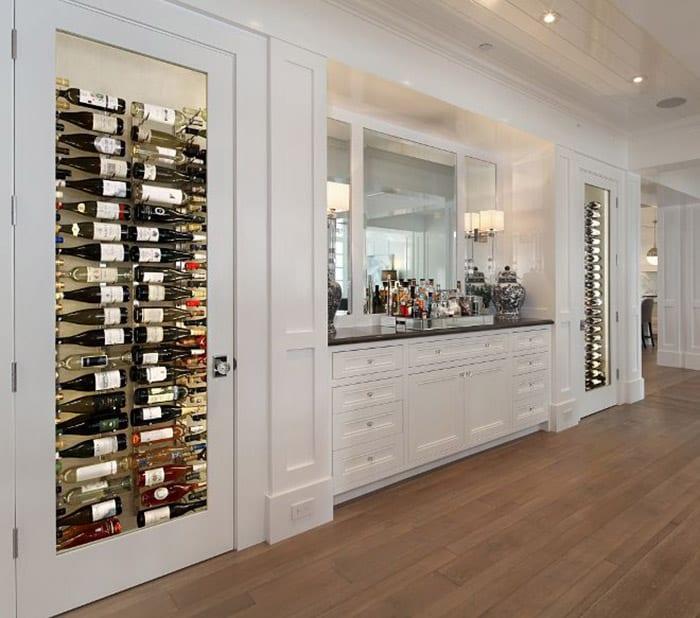 Mẫu tủ rượu siêu lớn với cách bày rượu vô cùng độc đáo