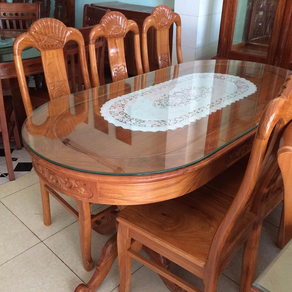 Thiết kế bàn ăn oval và ghế ngồi tân cổ điển siêu sang trọng