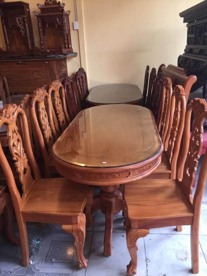 Mẫu bàn ăn khá nhỏ gọn, phù hợp với mọi diện tích phòng bếp